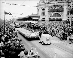 (story 46a pic#1)1960s Moomba Float.jpg